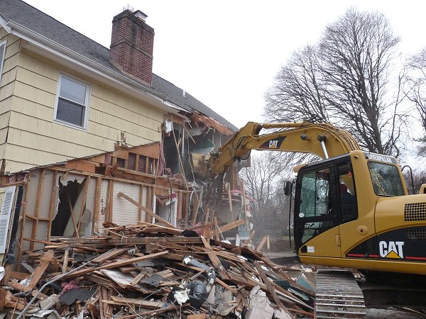Houston demolition debris removal services l dirtwirx inc for Cost to build a house in houston